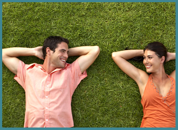 artificial grass couple